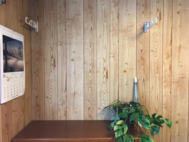 壁に直付けの物干しスタンド。取付4