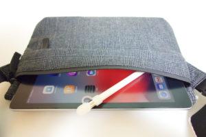 GUのサコッシュ(グレンチェック)を購入。9.7インチiPadを持ち運ぶのにとても便利だったのでご紹介。アイキャッチ