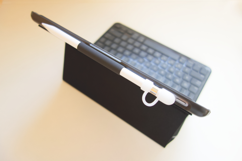 ロジクールの「SLIM FOLIO FOR IPAD Bluetooth対応キーボードケース(iK1053BK)」を購入。外観1