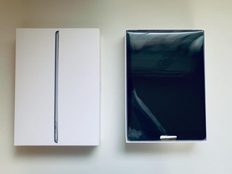 9.7インチiPad(第6世代)に機種変更。ビニールに包まれた本体