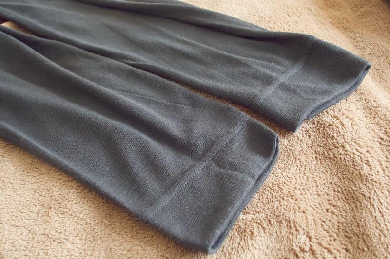 mont-bell(モンベル)のジオライン L.W. ラウンドネックシャツとタイツ Men's。袖口